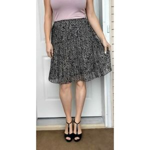 Jones New York Pleated Skirt Neutral Print